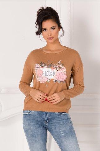 Bluza Denisa maro cu imprimeu pe fata si flori 3D