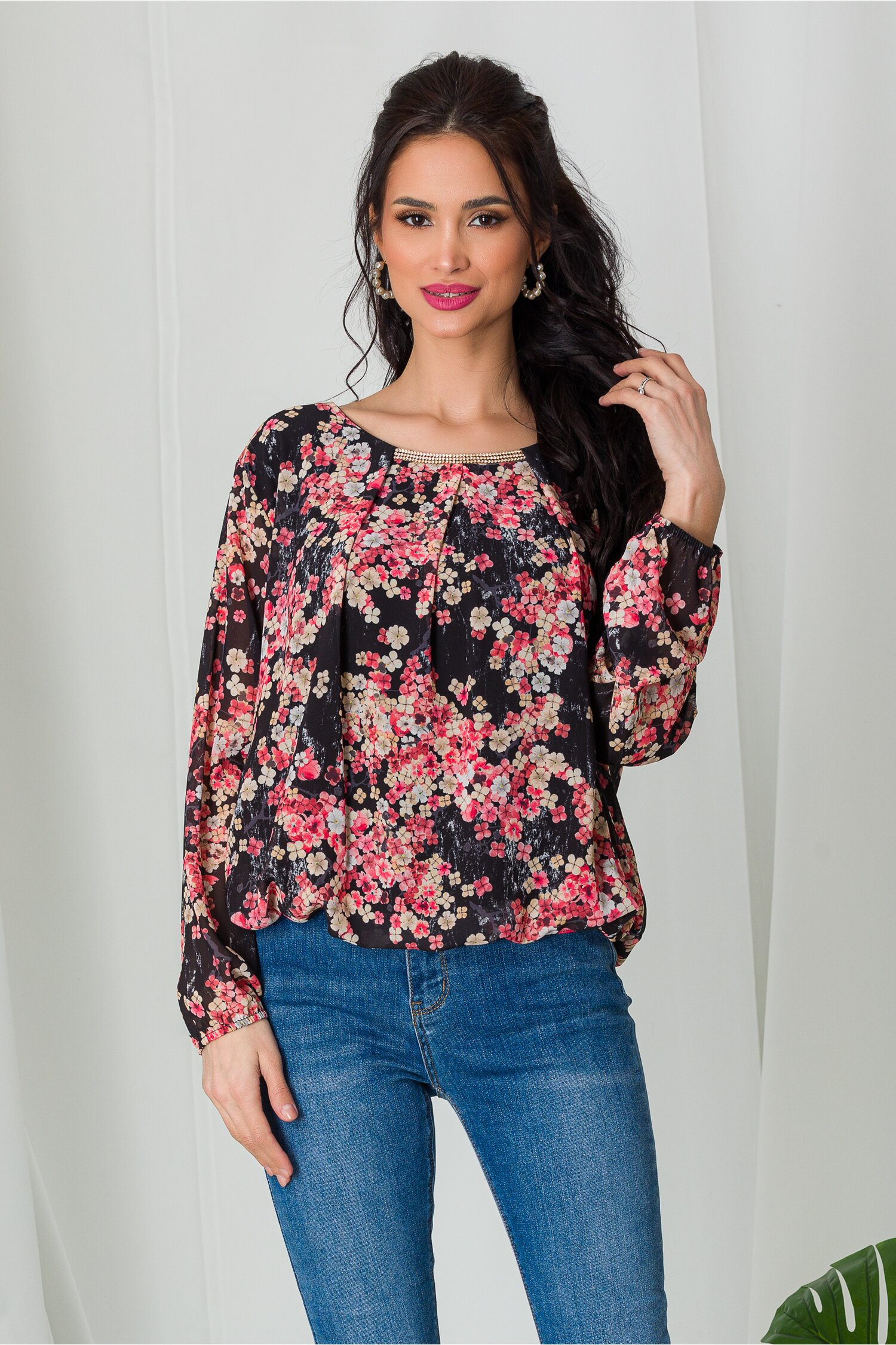 Bluza Dia neagra cu imprimeuri florale corai