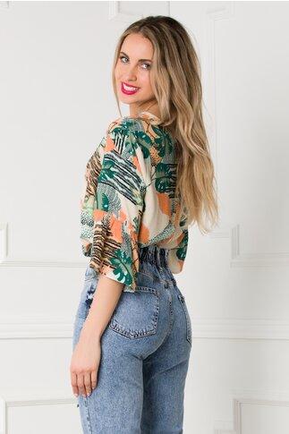 Bluza Dora bej cu imprimeu exotic si maneci trei sferturi