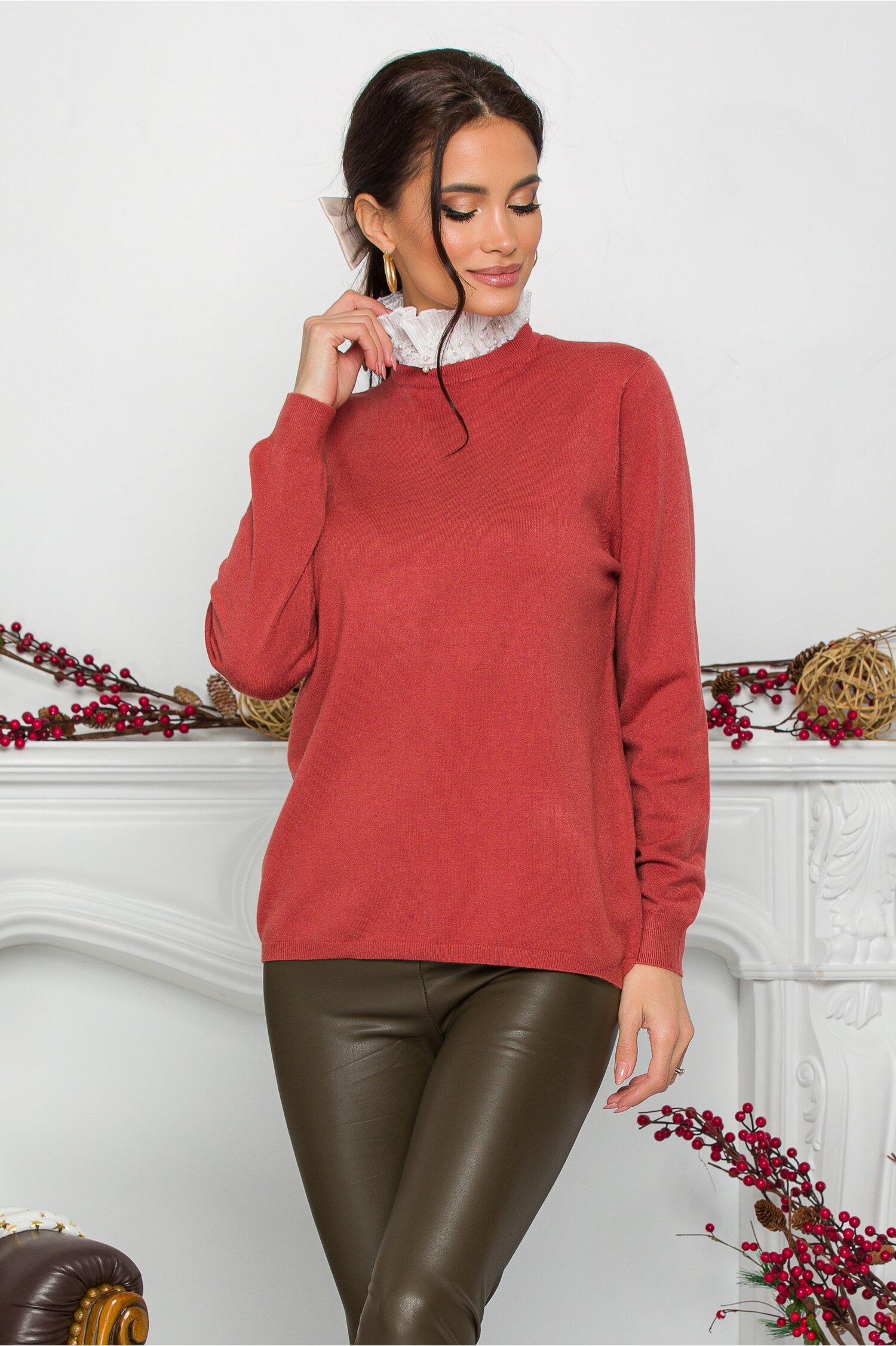 Bluza Gizela caramizie cu guler accesorizat cu perlute