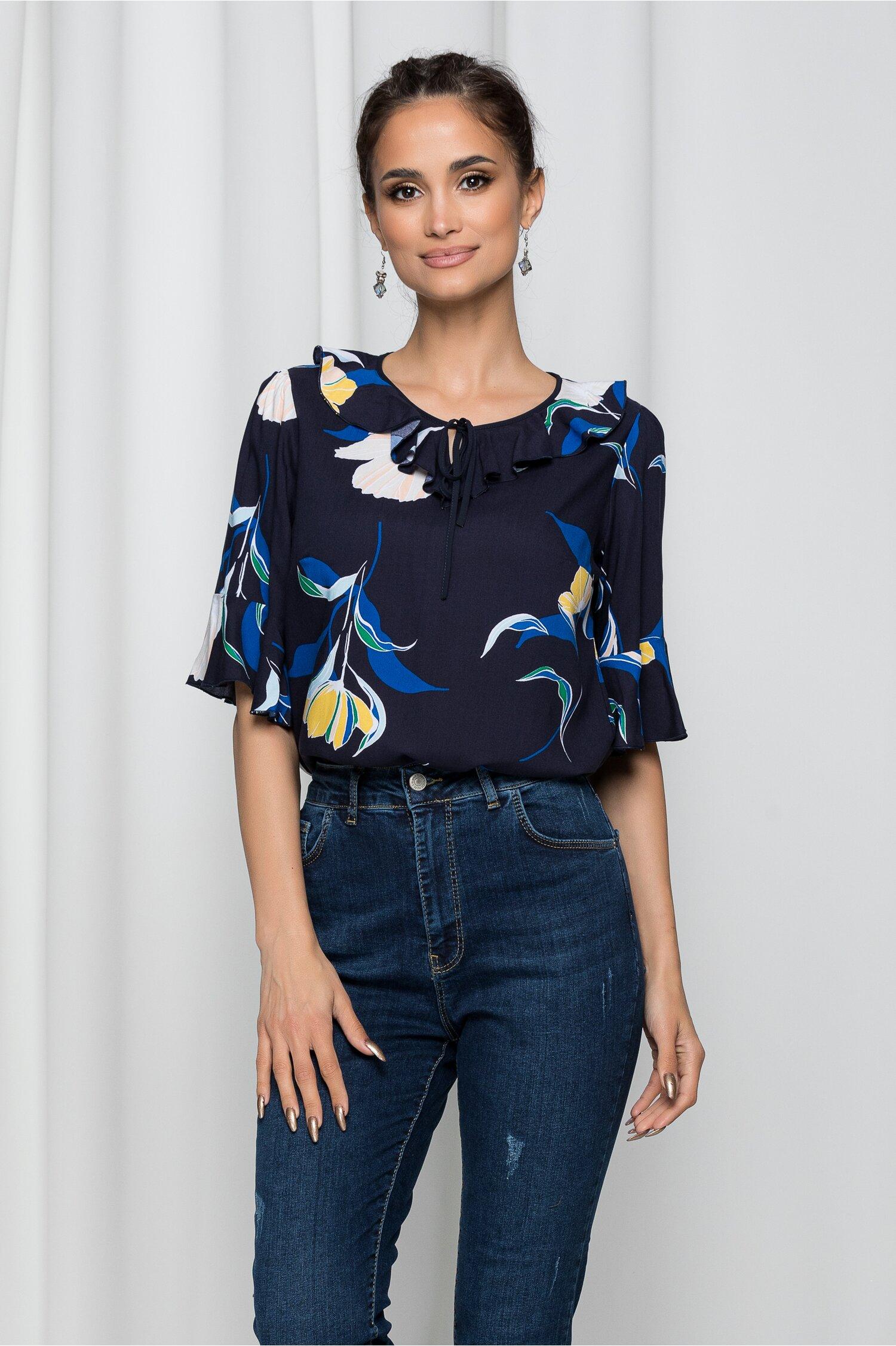 Bluza Ilana bleumarin cu imprimeu floral si maneci tip clopot
