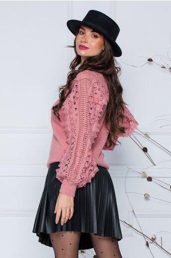 Bluza Jasmine roz coniac din tricot moale cu detalii din dantela la bust si maneci