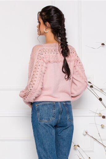 Bluza Jasmine roz pal din tricot moale cu detalii din dantela la bust si maneci