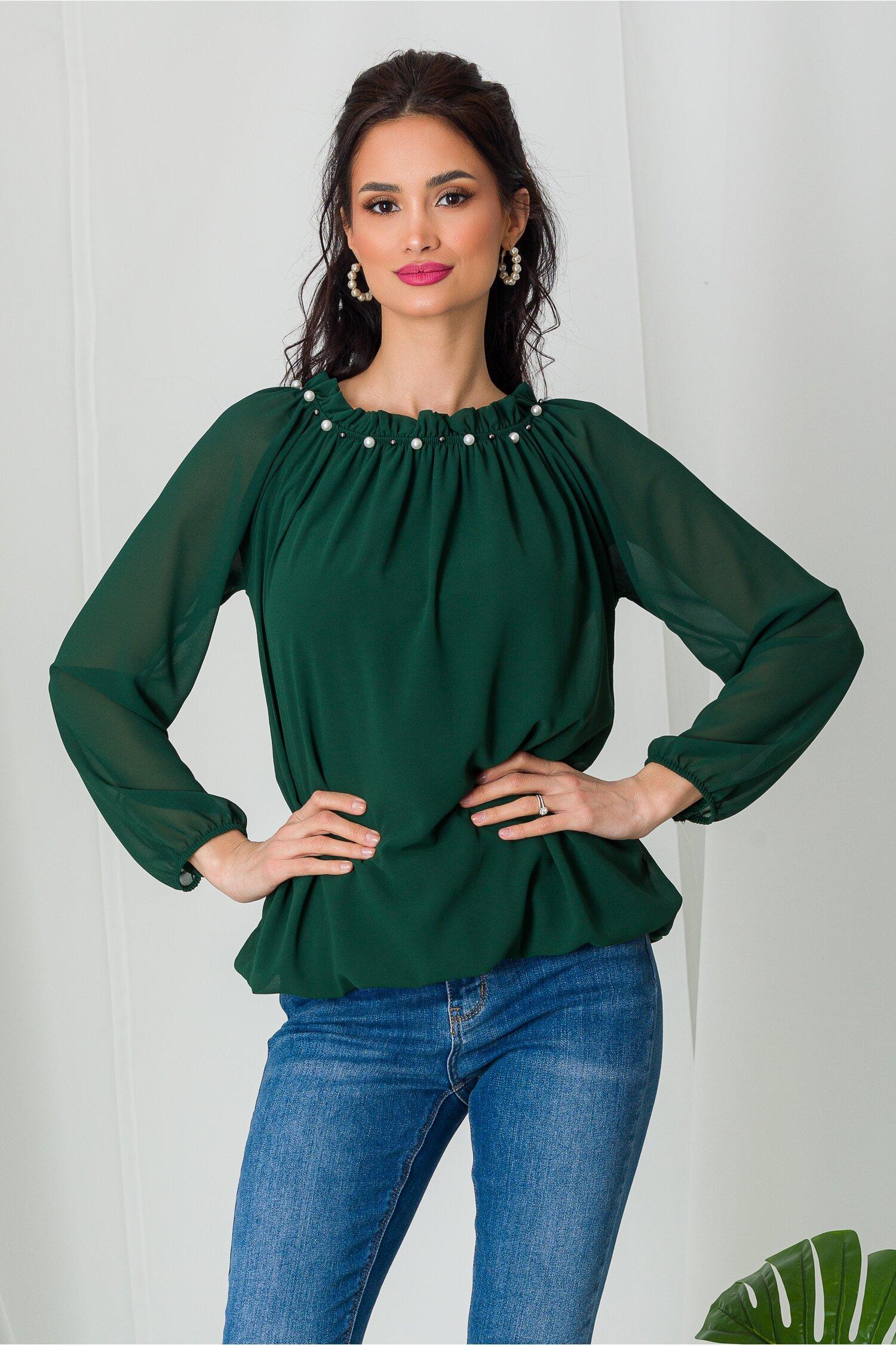 Bluza Kari verde din voal cu perlute la decolteu