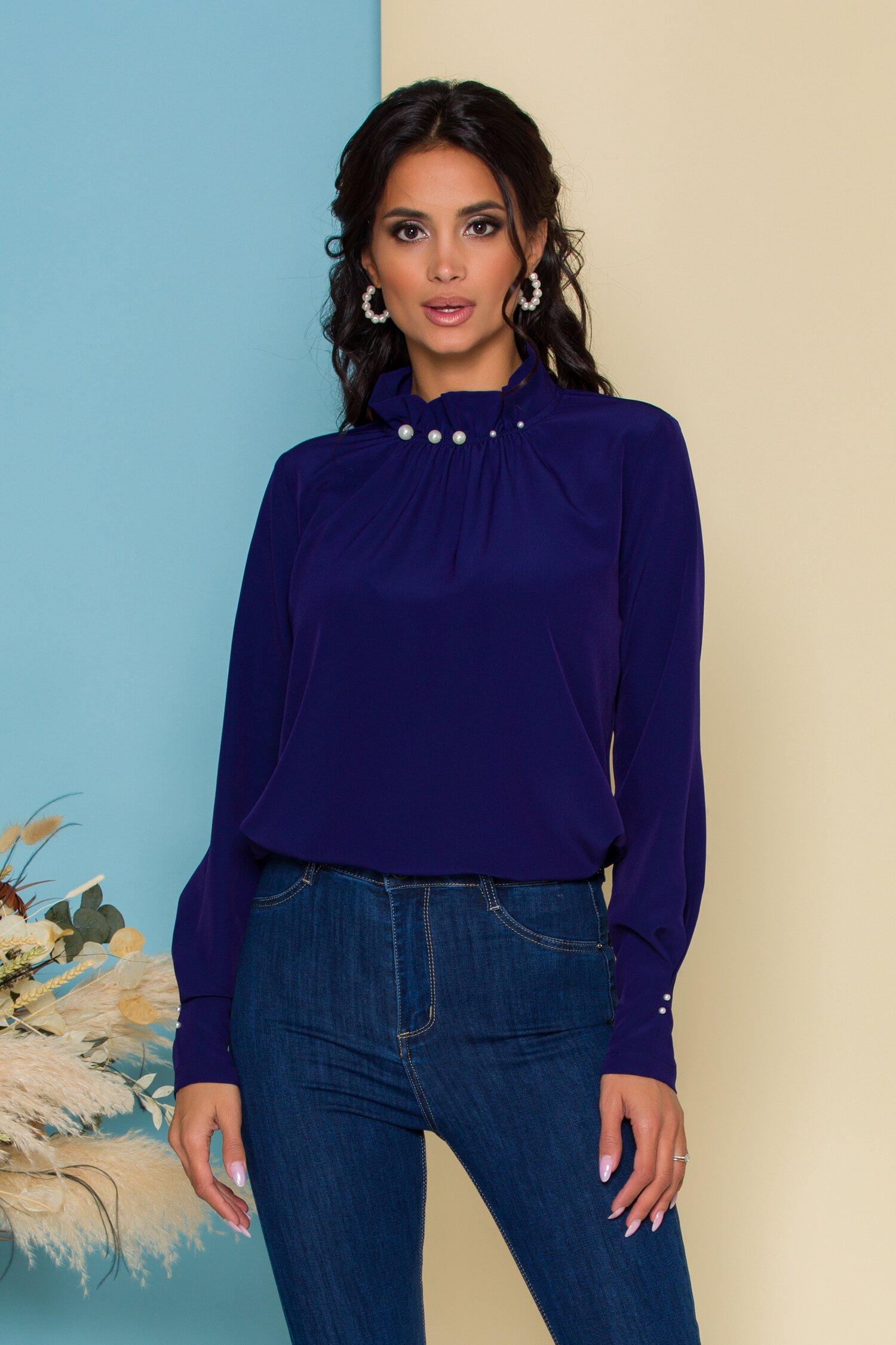 Bluza LaDonna bleumarin cu guler inalt accesorizat cu perle