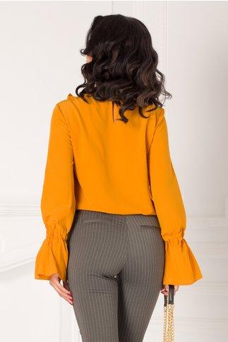 Bluza LaDonna galben mustar cu volanase si dantela la bust
