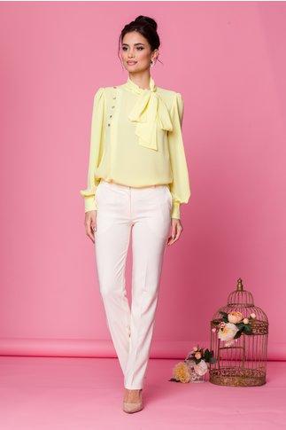 Bluza LaDonna galbena cu detaliu stil esarfa la guler si nasturi decorativi tip bijuterie