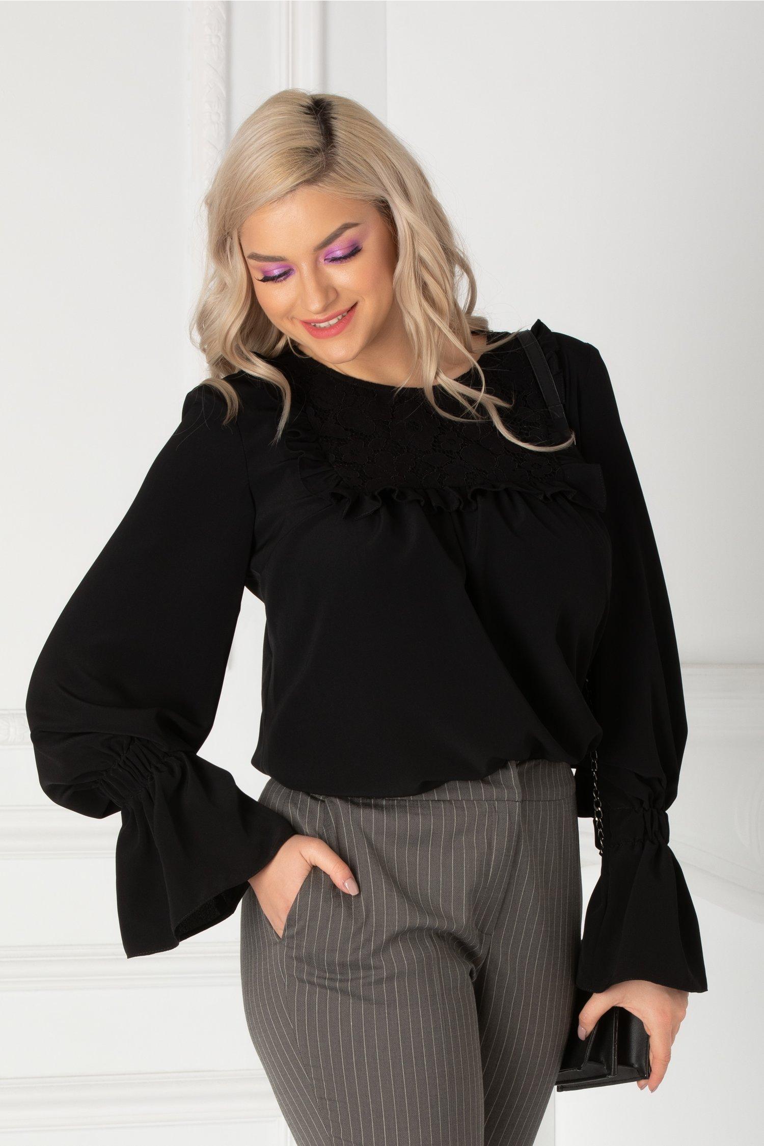 Bluza LaDonna neagra cu volanase si dantela la bust