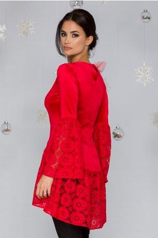 Bluza LaDonna rosie din catifea cu accente din dantela si aplicatie din tull in zona bustului