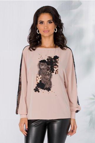 Bluza LaDonna roz prafuit in croi lejer cu insertii din dantela si animal print