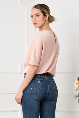 Bluza LaDonna roz pudrat satinata cu aplicatie pe fata