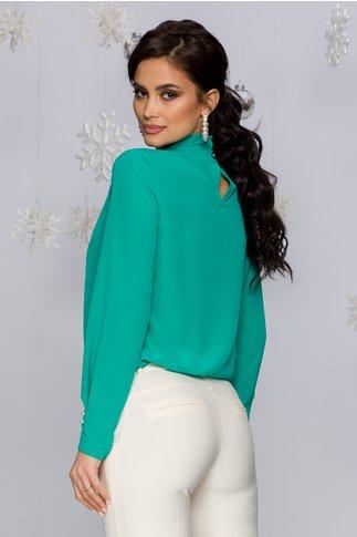Bluza LaDonna verde cu guler inalt accesorizat cu perle