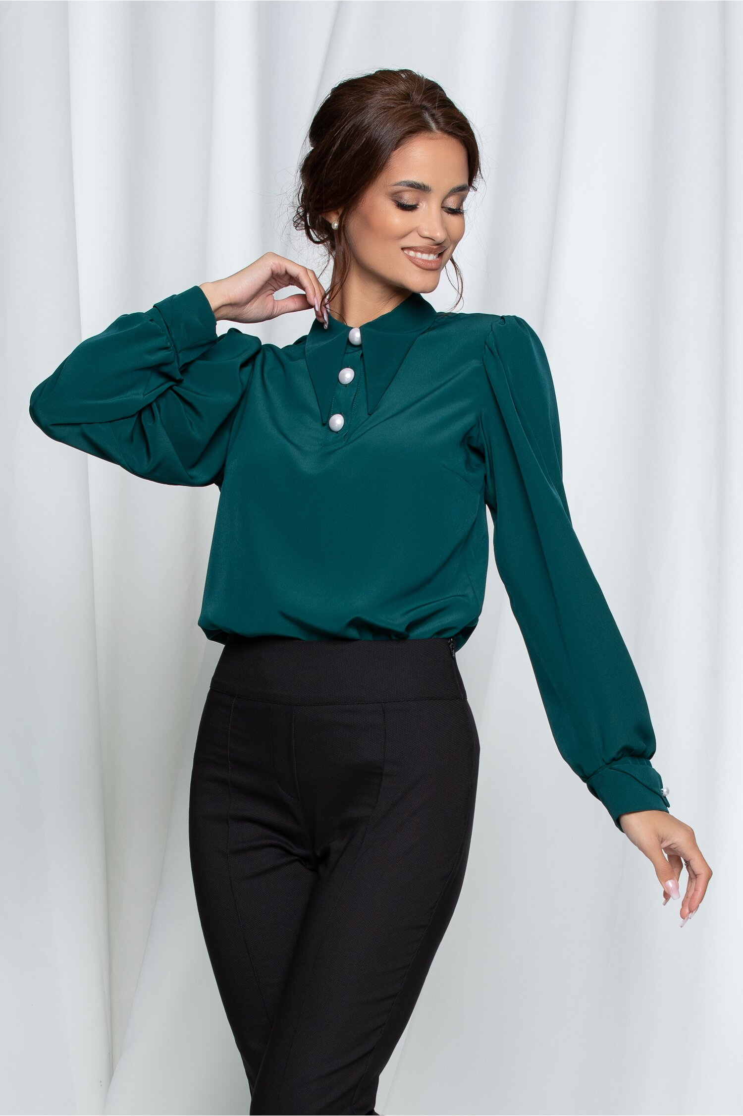 Bluza LaDonna verde cu nasturi perlati si guler ascutit