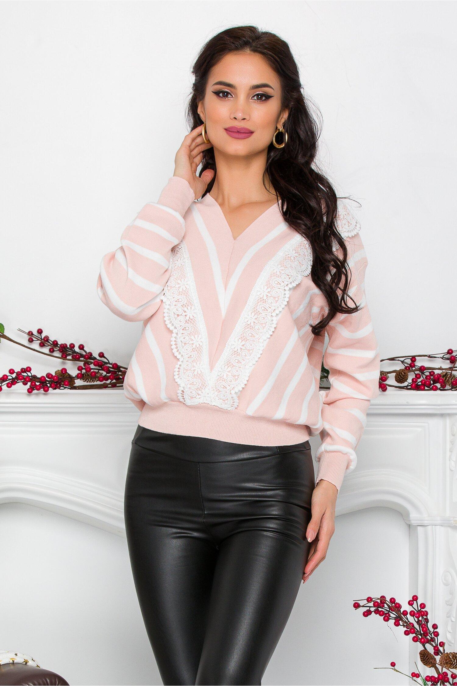 Bluza Luiza roz cu dungi si broderie albe