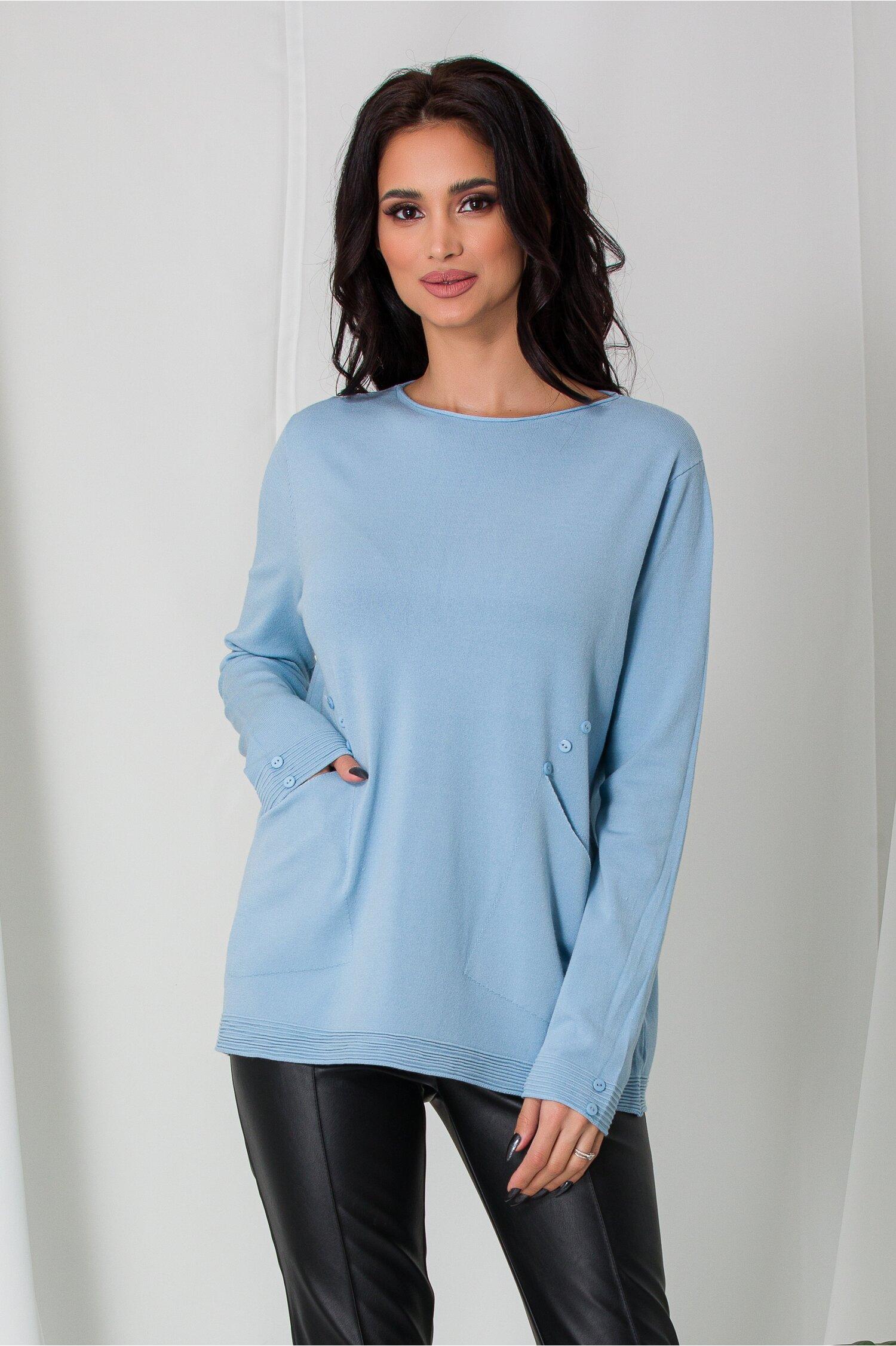 Bluza Mara bleu cu buzunare si nasturi decorativi discreti