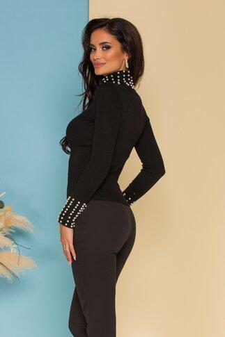 Bluza neagra cu aspect tricotat accesorizata cu perlute albe