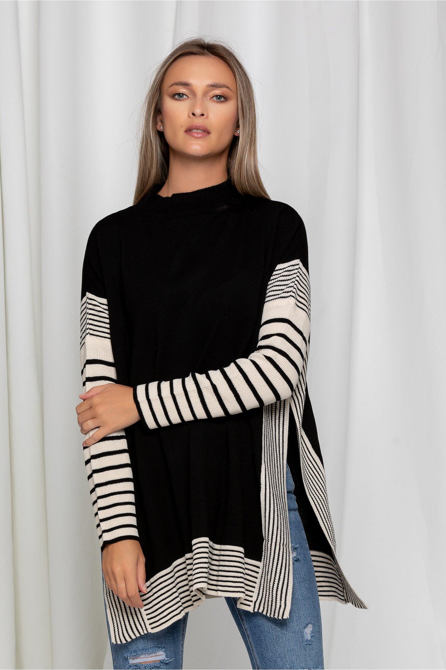 Bluza neagra cu imprimeuri negre si crepeuri in parti