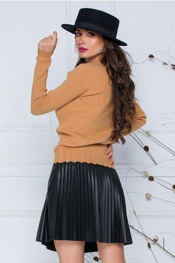 Bluza Roxi camel cu design stilysh la guler si baza