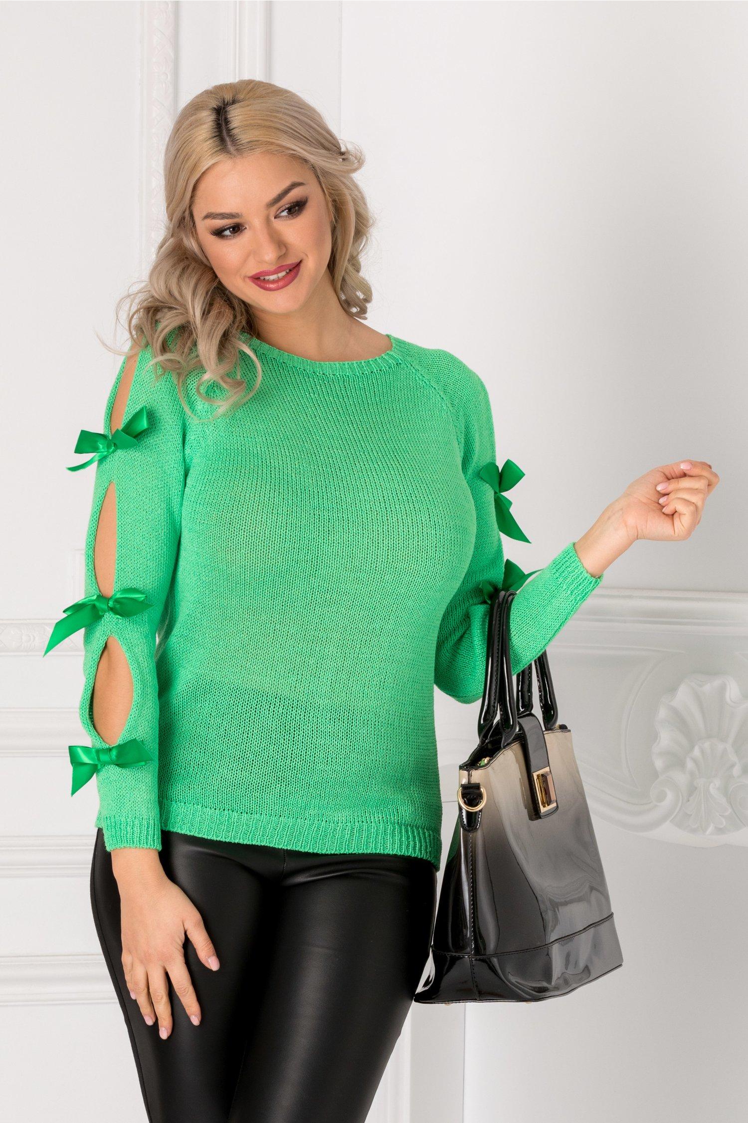 Bluza verde cu fundite la maneci