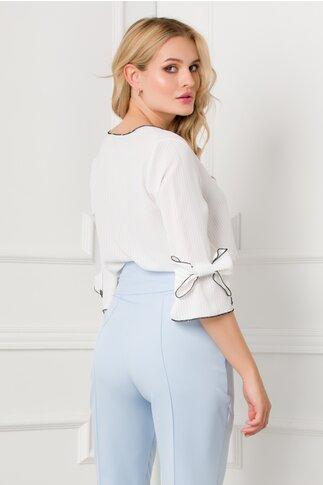 Bluza Yulia alba cu imprimeu in dungi si maneci scurte cu fundita