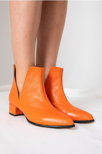Botine joase orange cu decupaj