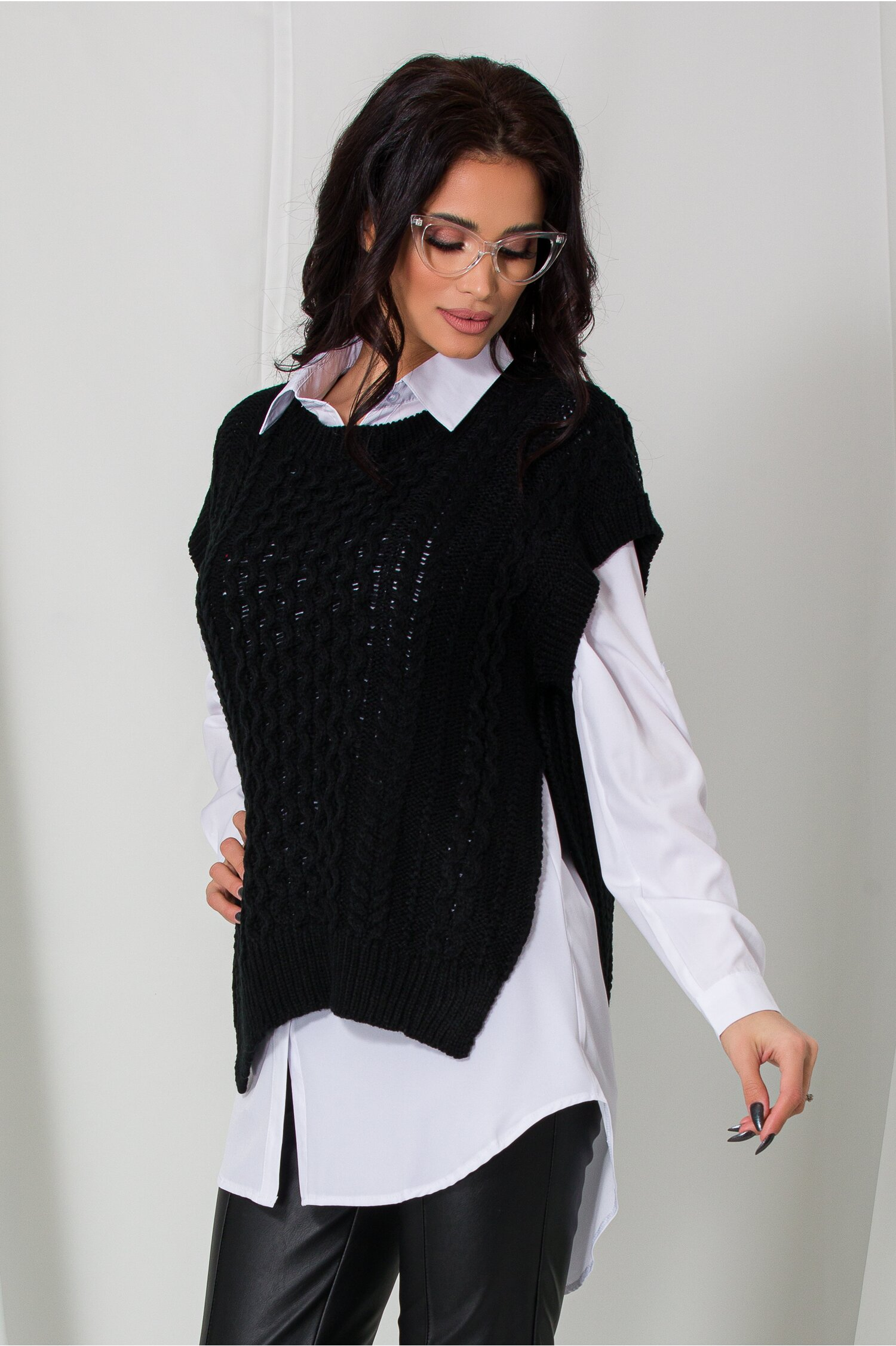 Camasa cu vesta neagra tricotata