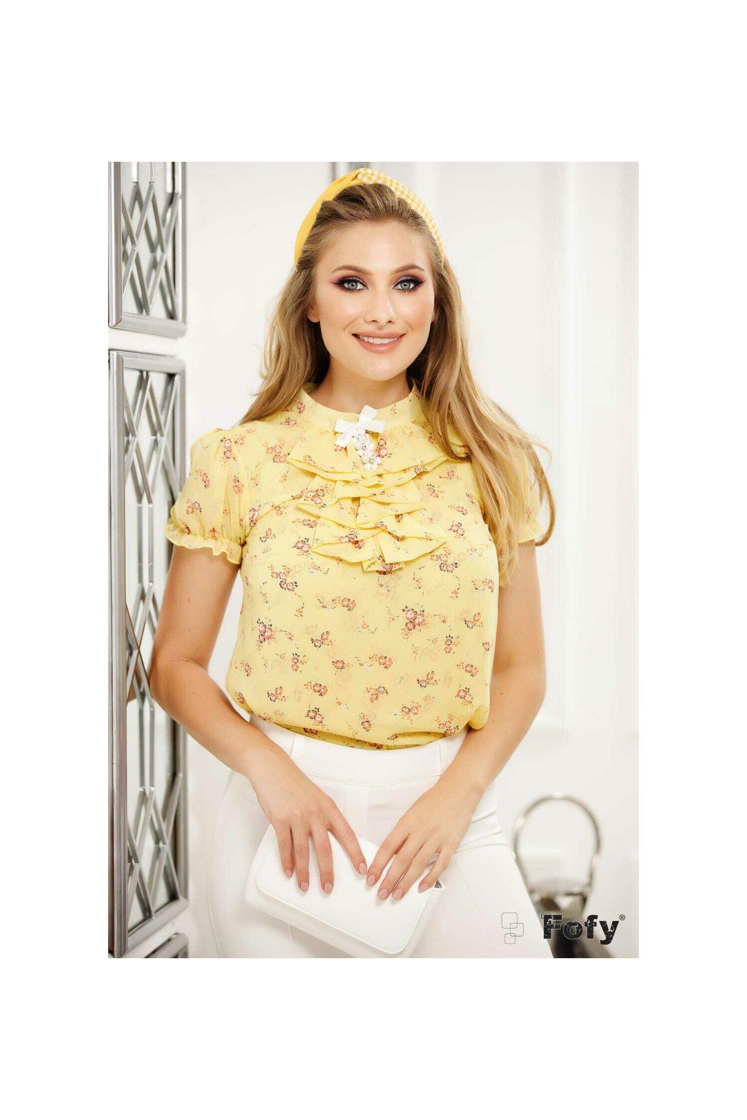 Camasa Fofy galbena cu flori si jabou cu brosa decorativa
