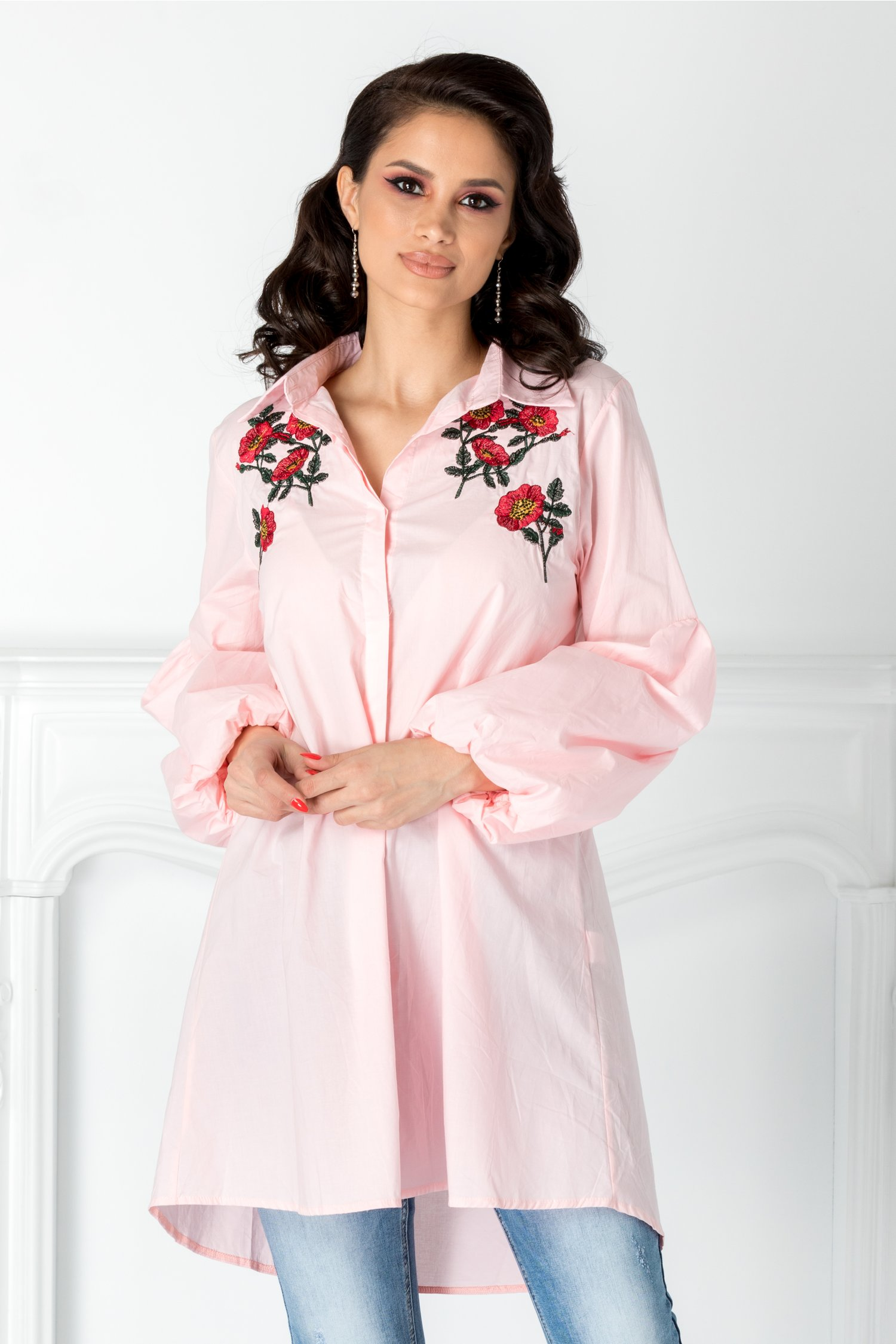 Camasa roz cu flori brodate la bust