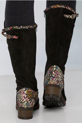 Cizme negre din piele intoarsa cu imprimeuri florale stralucitoare