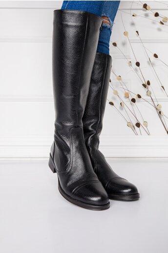 Cizme negre lungi cu talpa joasa si cusaturi decorative