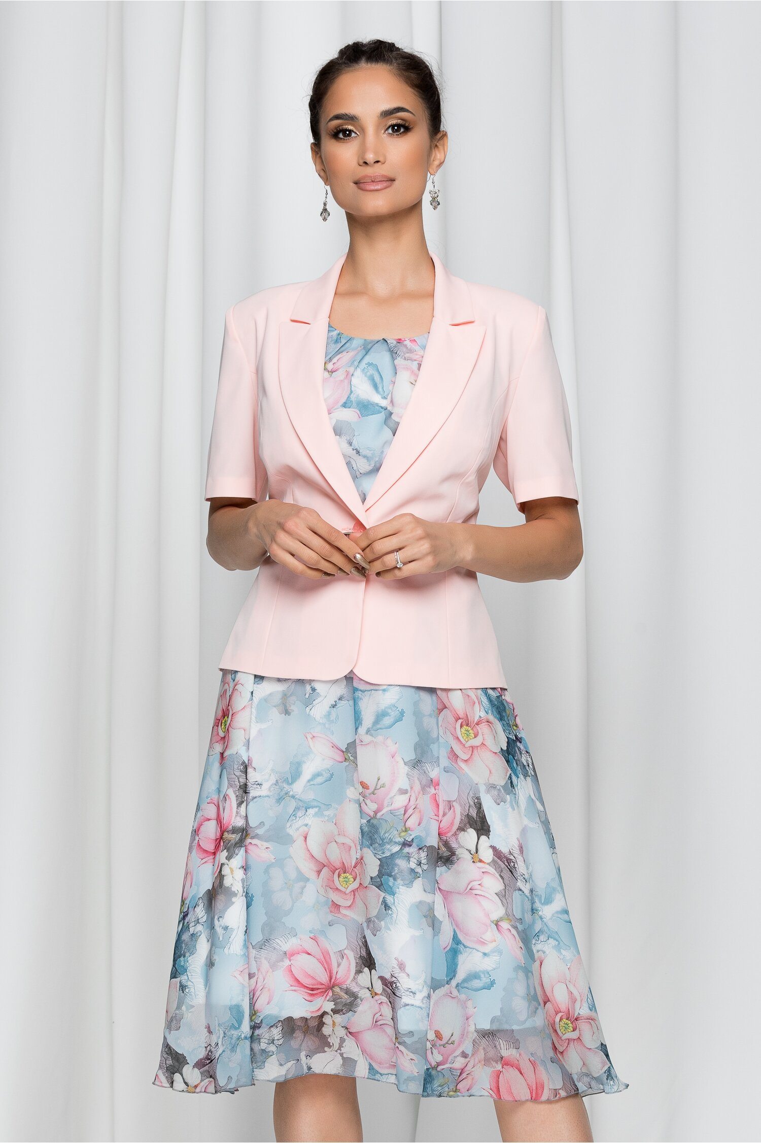 Compleu Anjelica cu sacou roz si rochie bleu cu imprimeu floral