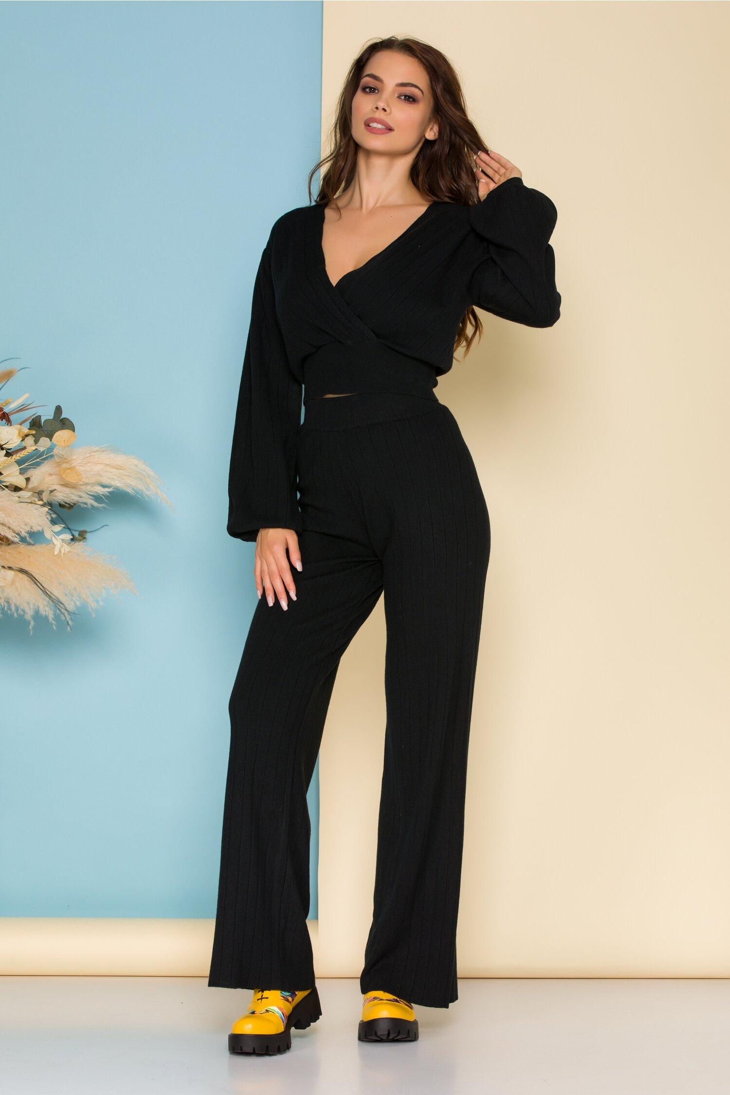 Compleu casual negru din tricot raiat cu bluza scurta si pantaloni evazati imagine