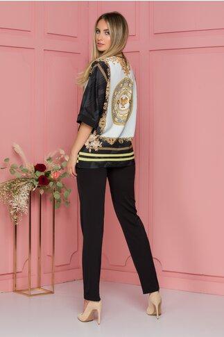 Compleu cu pantaloni negri si bluza cu imprimeu luxury