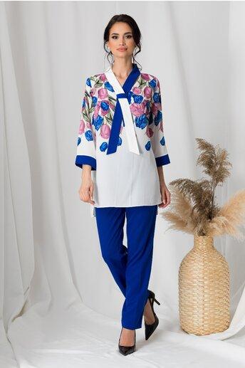 Compleu dama cu pantaloni albastri si bluza alba cu flori lila