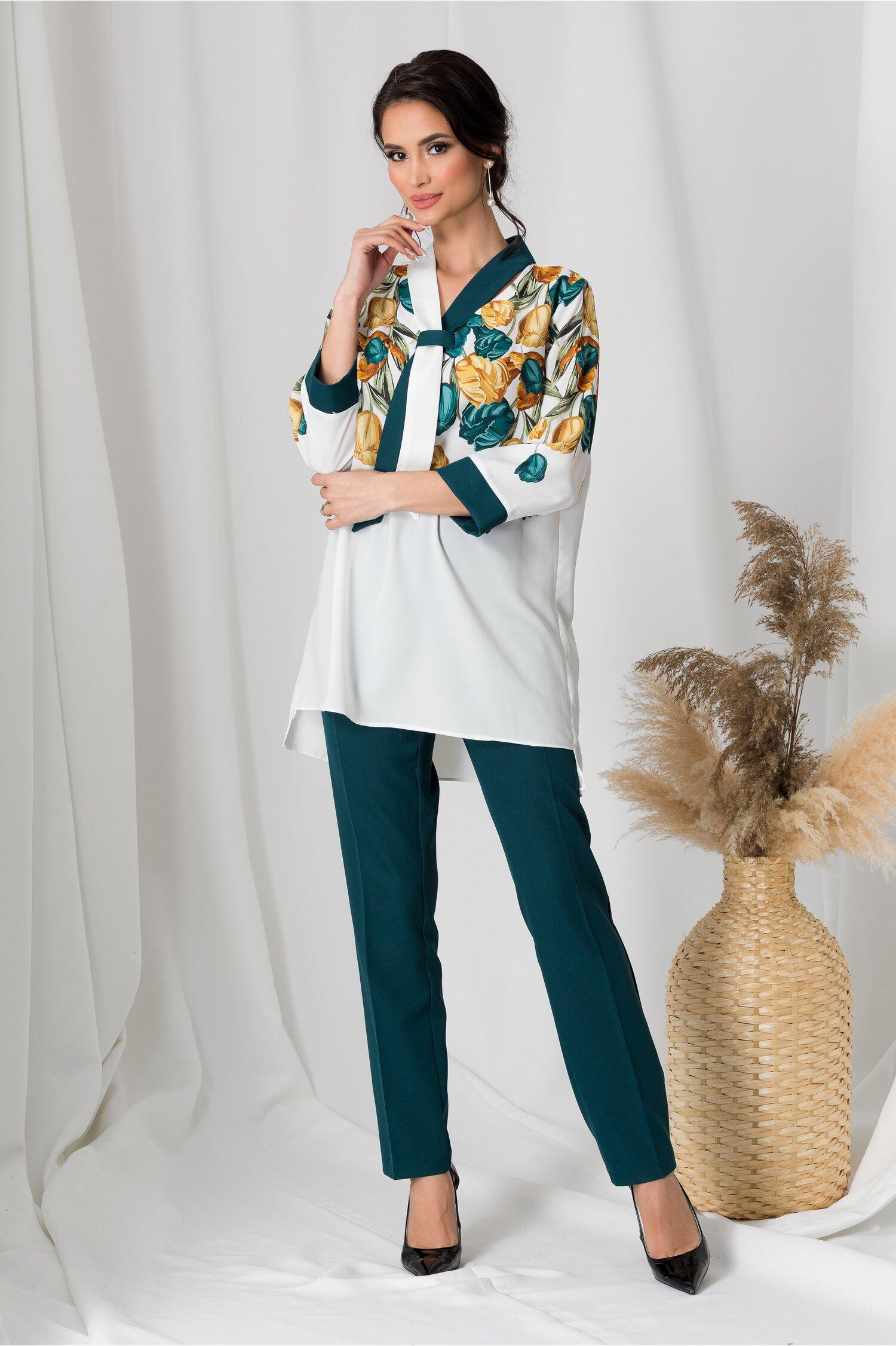Compleu dama cu pantaloni verzi si bluza alba cu flori galbene