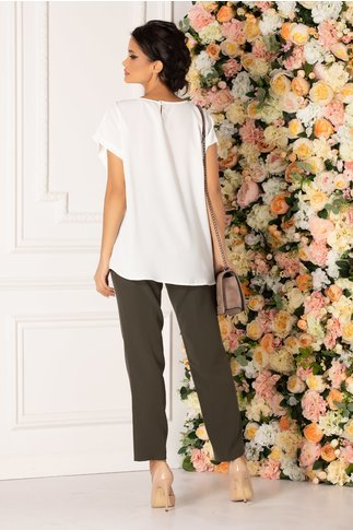 Compleu Katya cu pantaloni kaki inchis si bluza alba cu imprimeu floral