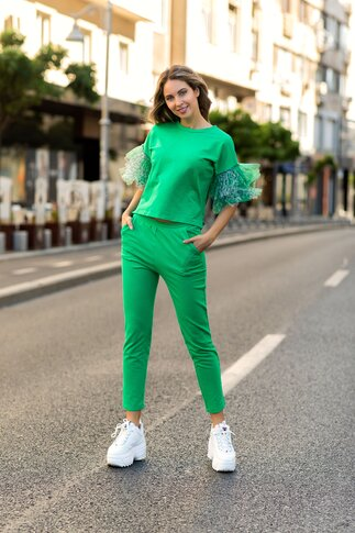 Compleu LaDonna by Catalin Botezatu verde cu lungimea bluzei asimetrica si tull la maneci