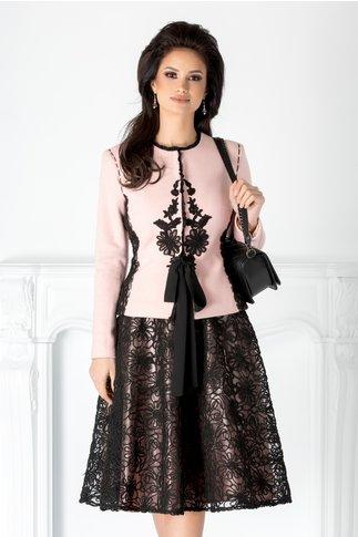 Compleu LaDonna roz cu fusta si broderie florala