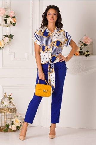 Compleu Mira cu pantaloni albastri si bluza alba cu imprimeuri
