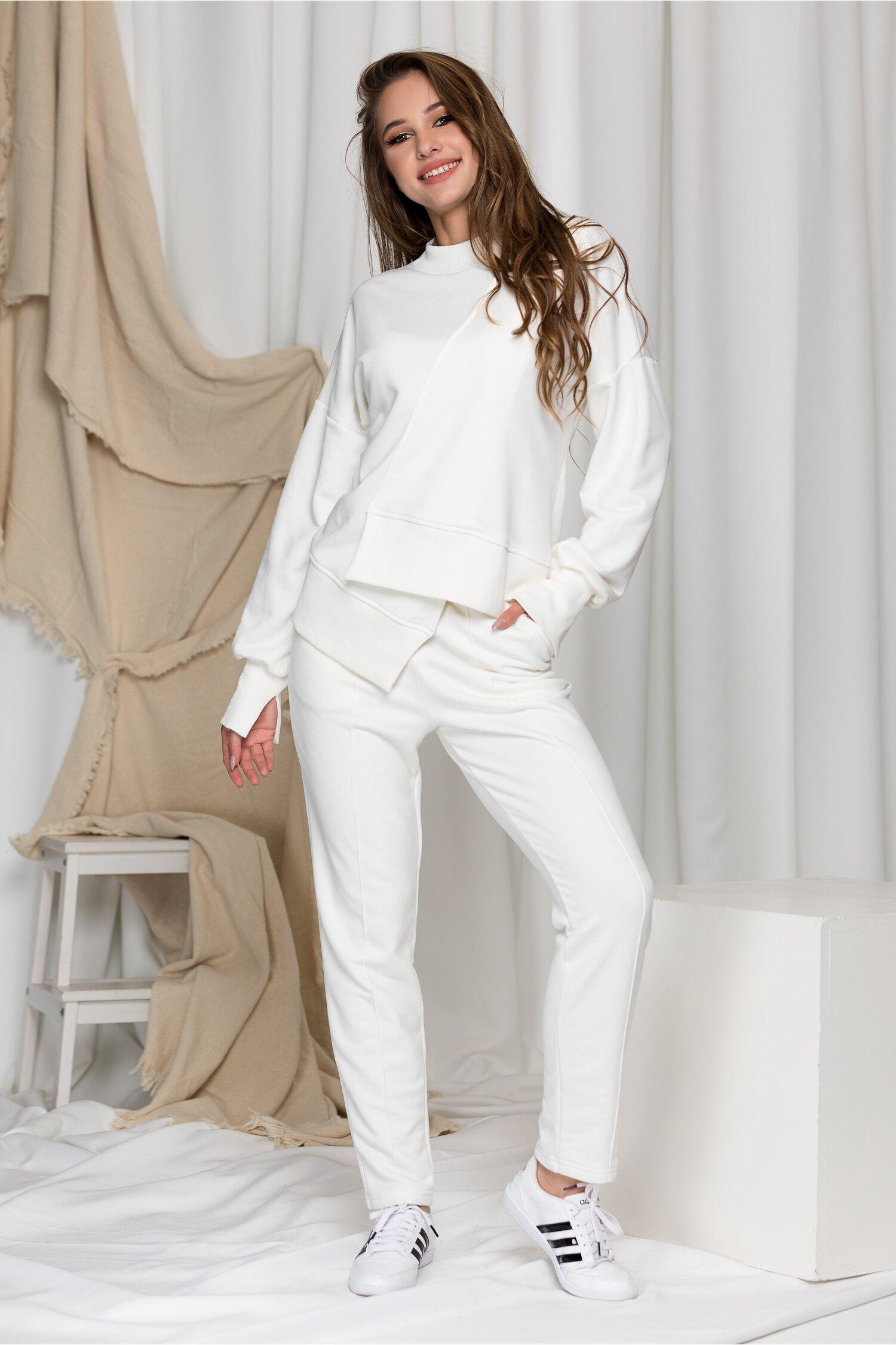 Compleu sport LaDonna alb cu design in colt la baza bluzei