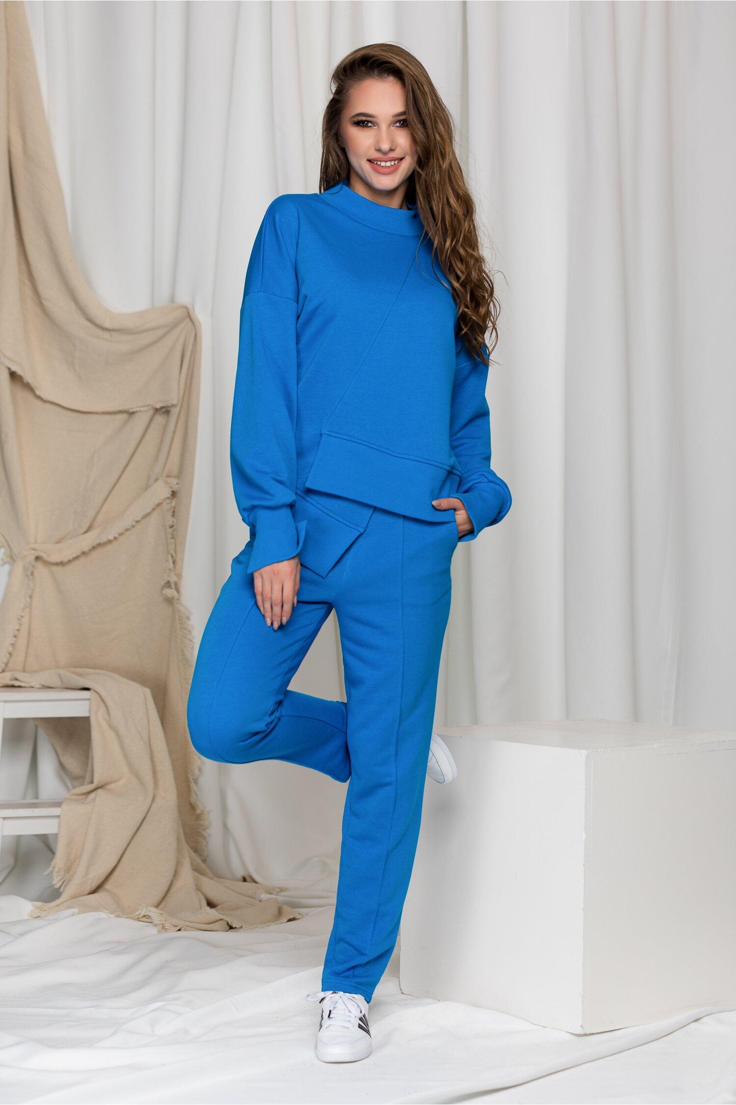 Compleu sport LaDonna albastru cu design in colt la baza bluzei
