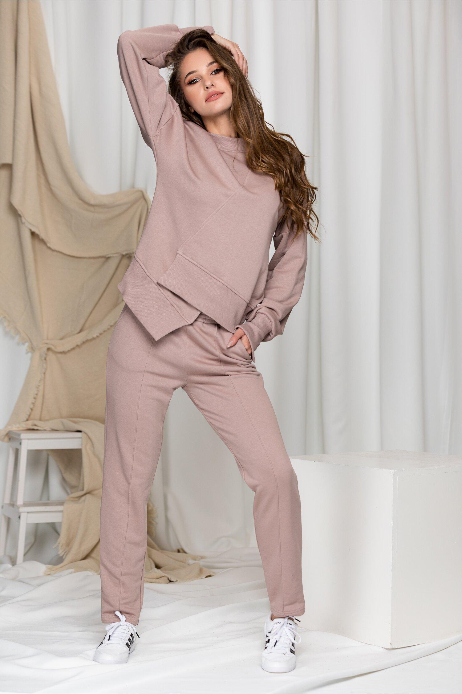 Compleu sport LaDonna rose taupe cu design in colt la baza bluzei