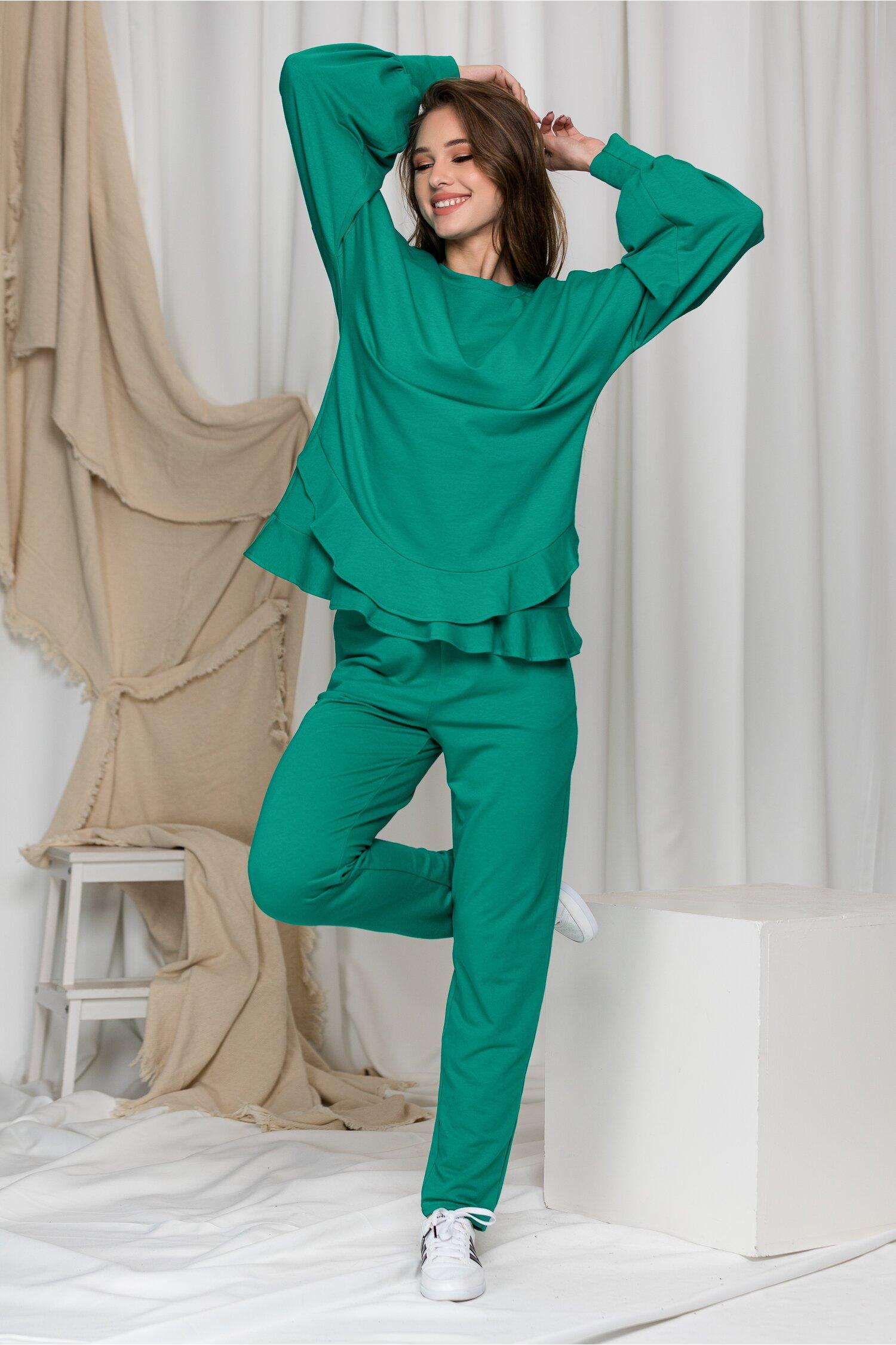 Compleu sport LaDonna verde cu volanase pe bluza