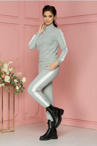 Costum sport Anais gri cu benzi albe si argintii