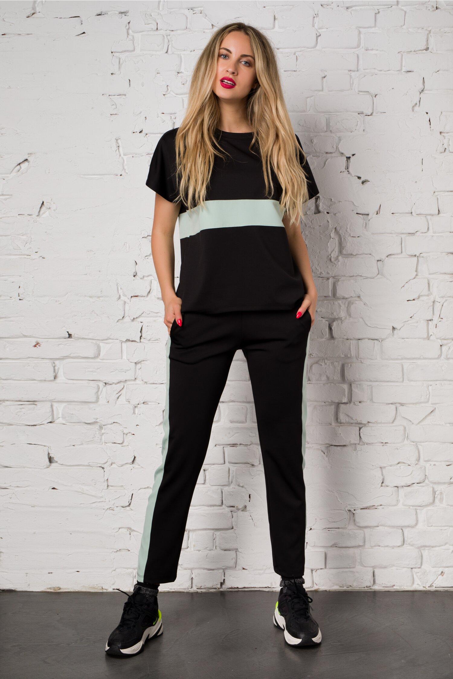 Costum sport Ella Collection Sasha negru cu insertie verde pastel alcatuit din top si pantaloni