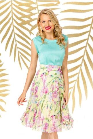 Fusta Pretty Girl galbena cu imprimeuri florale mov si pliuri