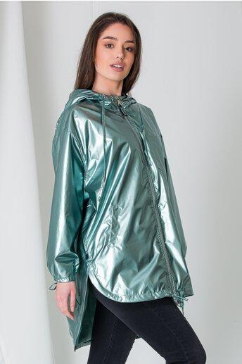 Geaca verde cu aspect lucios si lungime asimetrica