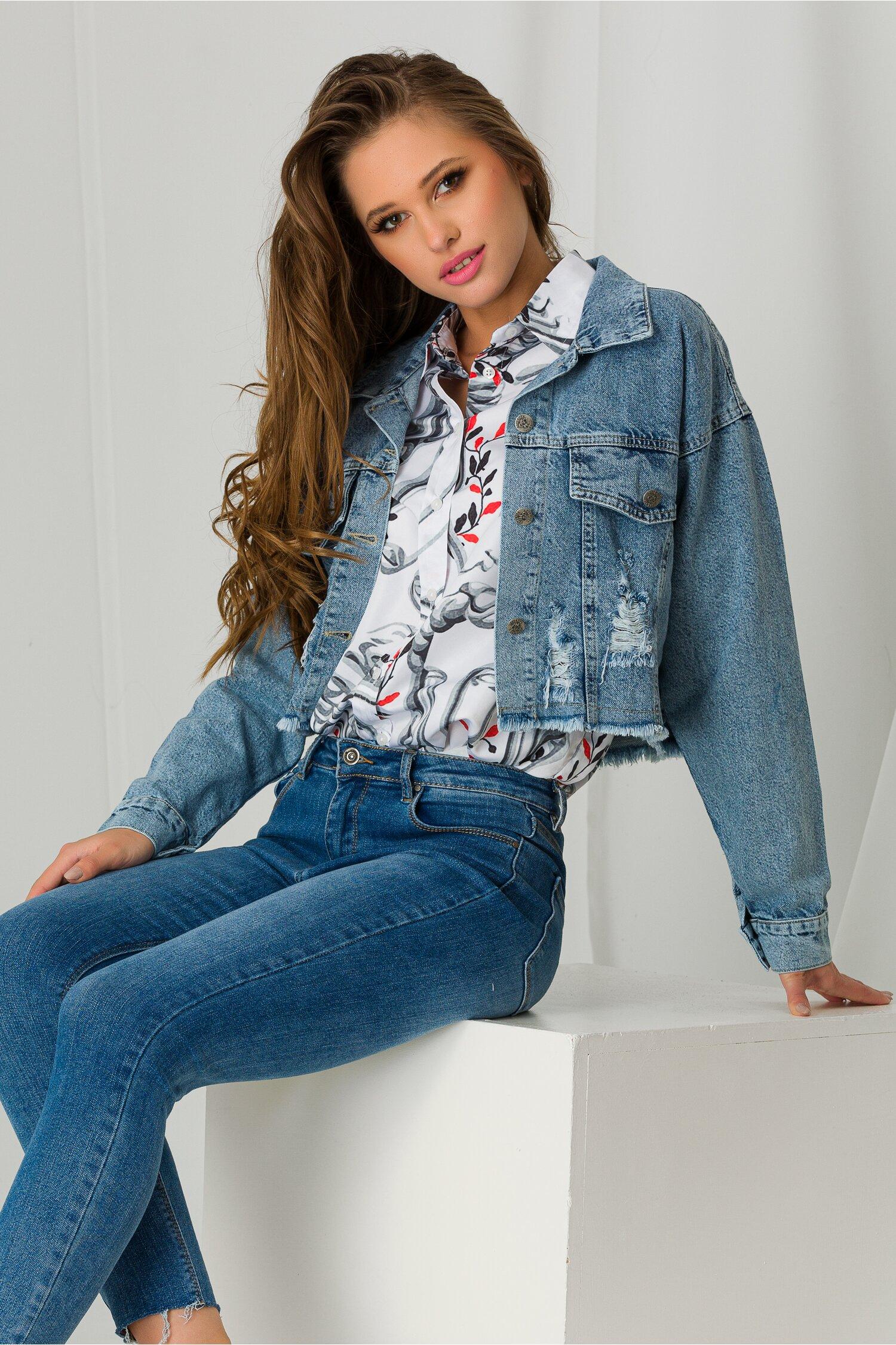 Jacheta din denim scurta cu rupturi