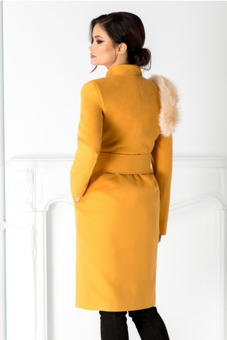 Palton Hanna galben mustar cu accesoriu blanita pe umar