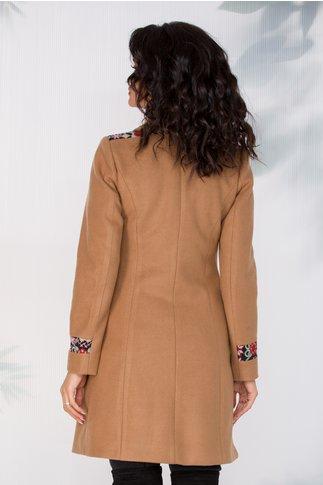 Palton Moze bej cu broderie traditionala la umeri si la maneci